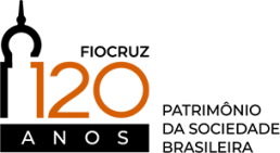 Logo da Fiocruz 120 anos: Uma silhueta em linha preta de uma das torres do Pavilhão Mourisco integrada ao texto Fiocruz, 120 anos. Ao lado: Patrimônio da sociedade brasileira